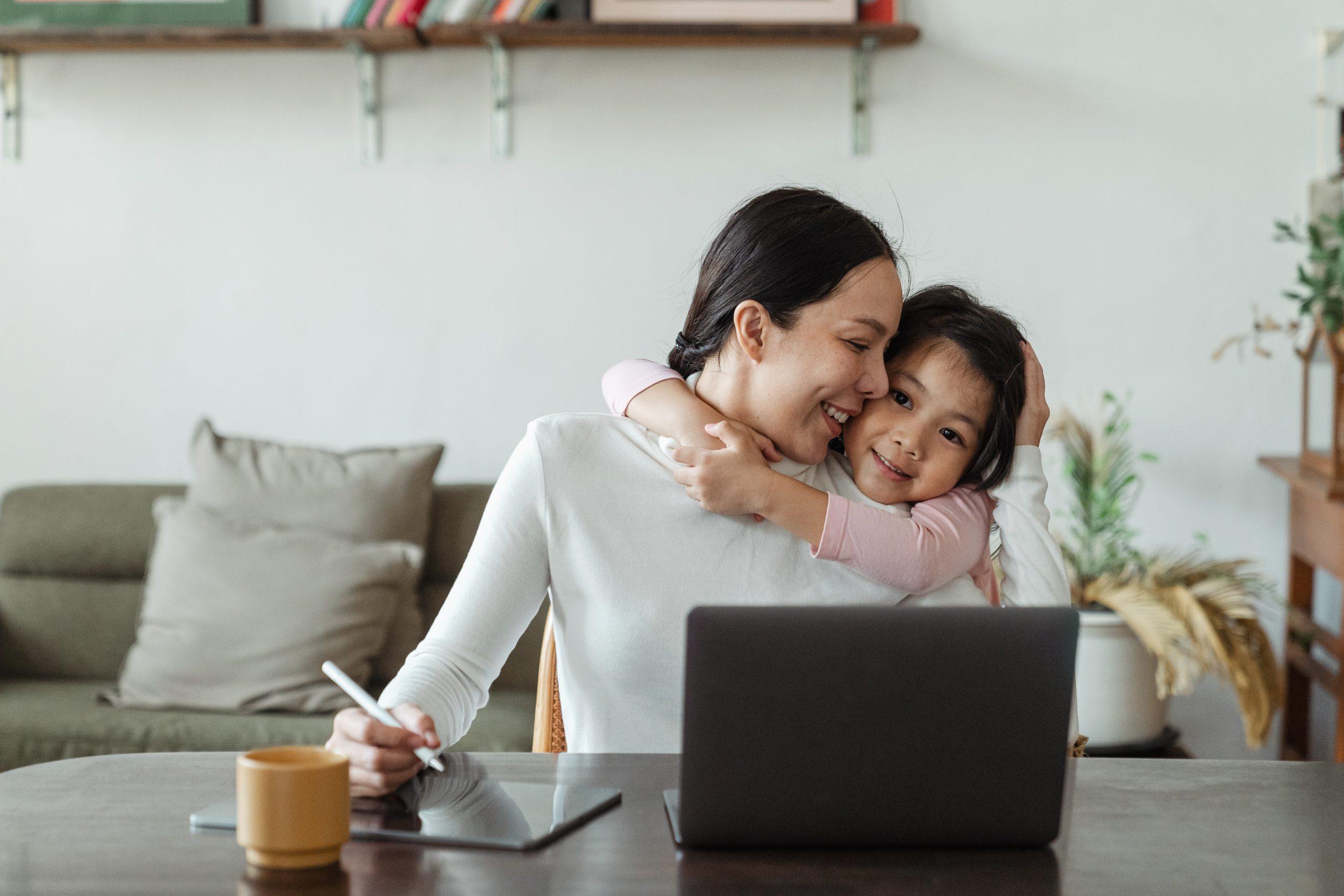 Donne e lavoro, la difficoltà di mettere d'accordo carriera e figli