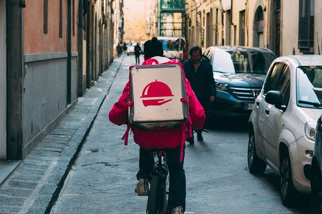 Riders, verso una svolta del food delivery?